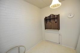 varastohuone saunaosaston yhteydessä, muunnettavissa kodinhoitotilaksi