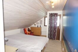 Makuuhuone 1 josta käynti parvekkeelle