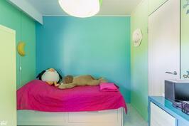 Molempien makuuhuoneiden yhteydessä on vaatehuone.