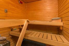Kun alueen ulkoilureiteistä on nauttinut niin päivän kruunaa saunominen.