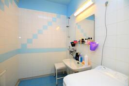 Pesuhuone ja tila pesukoneelle