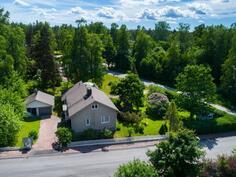 Talo ja autotalli-Hus och garage