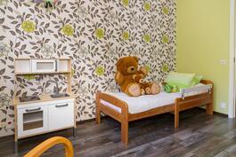 Yksi makuuhuoneista on lastenhuoneena