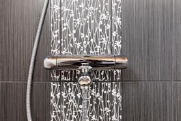 Kylpyhuoneessa nykytrendin mukaiset laattavalinnat