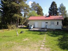 Piharakennus, jossa sauna ja tupa sekä var.