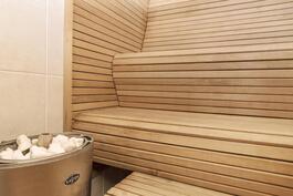 Muotolauteet saunassa.