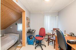 Yläkerran makuuhuone 2kpl + alkovit
