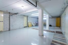 Kellarikerroksen aulahuone