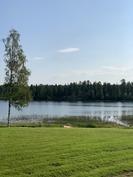 näkymä pihalta järvelle