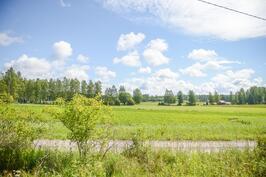 näkymät peltojen yli / utsikt över åkrarna