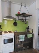 ... komea toimiva puulämm. hella/leivinuuni ja talon sähköistystä on myös ajanmukaistettu!