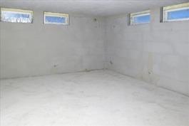 Kellarikerroksen monitoimitila 2/makuuhuone 2