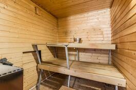 Sauna ja kph kellarikerroksessa