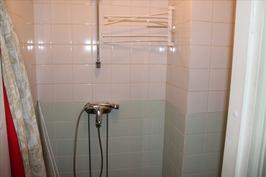 Keskikerroksen suihkutila