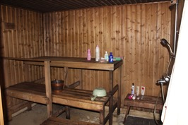 Sauna ja suihku kellaritilassa