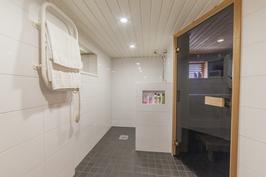 Kellarikerroksen saunaosasto on remontoitu  2015