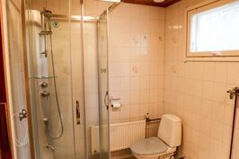 uusi osa kylpyhuone