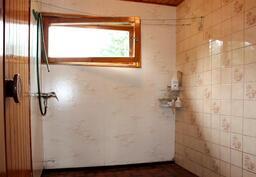 Pesuhuone on kokonaan laatoitettu
