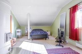 2-kerroksen makuuhuone