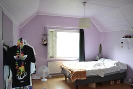 Yläkrs makuuhuone