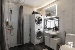 Isomman asunnon kylpyhuone