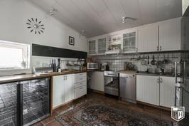 Kaksitasoisen asunnon keittiö