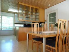 isonasunnon keittiö-ruokailutila