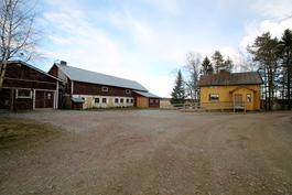 Rintamamiestalo ja maatilarakennukset