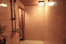 Kellarin kylpyhuone
