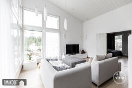 Keittiö, olohuone ja ruokailutila 53,2m² jossa korkea sisäkatto!