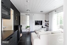 Erillinen saunarakennus, saunatupa 15m², jossa pieni keittiö ja takka
