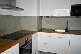 tyylikäs, v. 2011 remontoitu keittiö