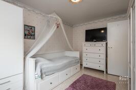 Toinen  makuuhuone Kuva 2