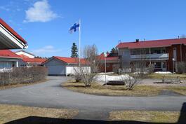 Talot sijoittuvat väljästi pihapiirin ympärille