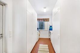 Kodinhoitohuone, jossa myös kuranpesuallas