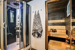 Kodin sauna kutsuu kylpemään.