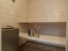 kaunis, remontoitu sauna ainavalmiilla kiukaalla