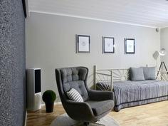 tv / makuuhuone, upea struktuuriseinä