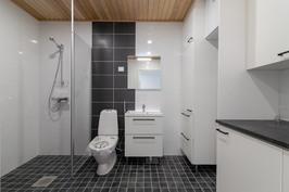 Kylpyhuoneessa tila pesutornille