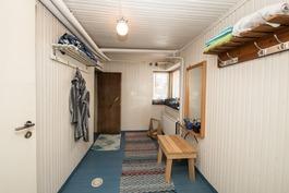 Pukuhuone kellarikerroksessa