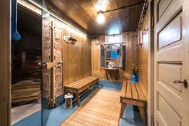 Alimman kerroksen saunaosastoa