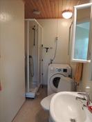 pienemmän asunnon kylpyhuone/wc