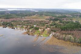Yleiskuvaa alueesta, järveltä päin kuvattuna