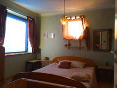Kuva yläkerran makuuhuoneesta