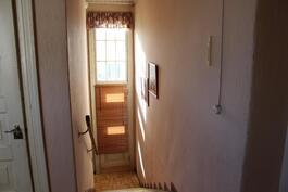 Portaat asuinkerrokseen yläkertaan
