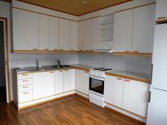Tilava keittiö