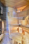 Sauna piharakennuksessa