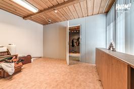 Vanhaa liiketilaa huone 2