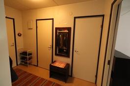 Erillinen wc ja sauna/suihkutila - välttää aamulla jonoa.