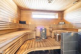 Sauna Aitokiukaalla ja sähkökiukaalla